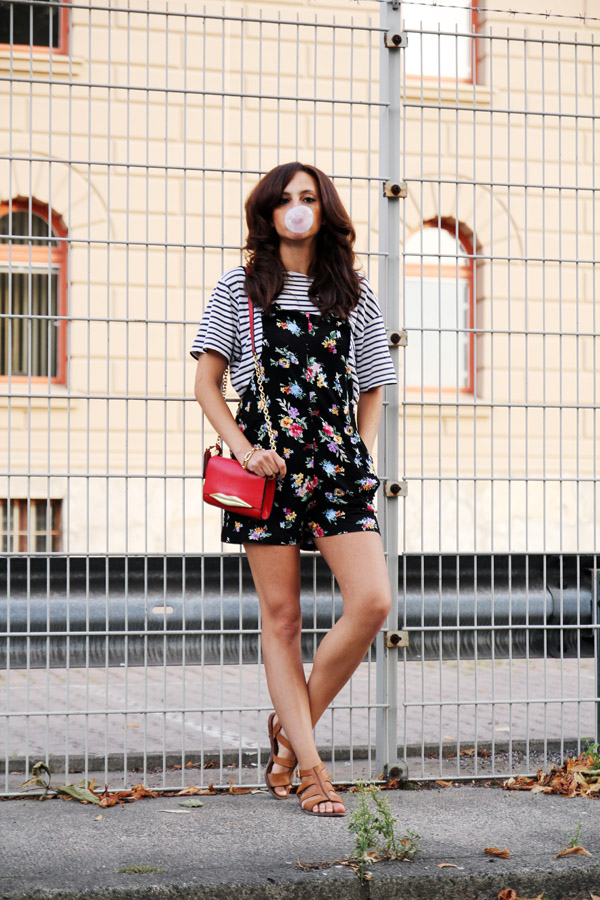 amandine-fashion-blogger-berlin-germany-striped-shirt-dvf-lip-bag-jumpsuit-flower-print