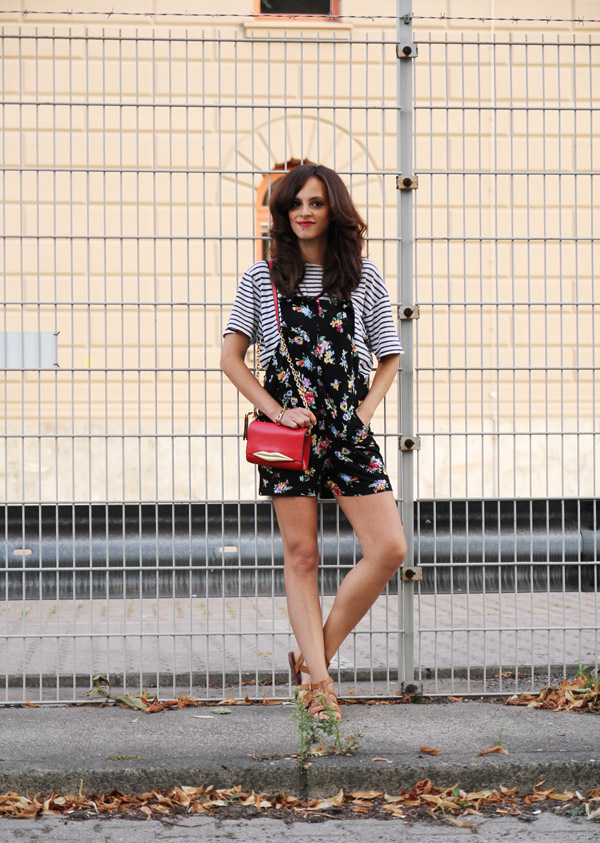 jumpsuit-flower-print-asos-striped-shirt-dvf-lip-bag-amandine)fashion-blogger-berlin-germany