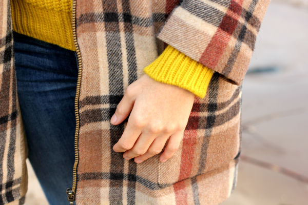 amandine fashion blogger berlin germany maison kitsuné chunky knit superga sneakers silver tartan coat yellow brown