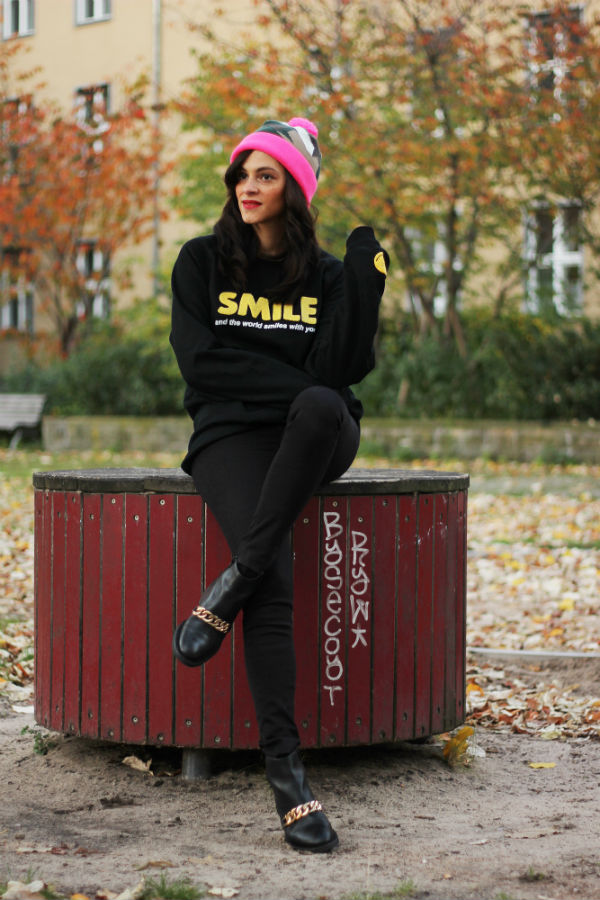 saint noir beanie amandine fashion blogger berlin germany pony smiley sweater