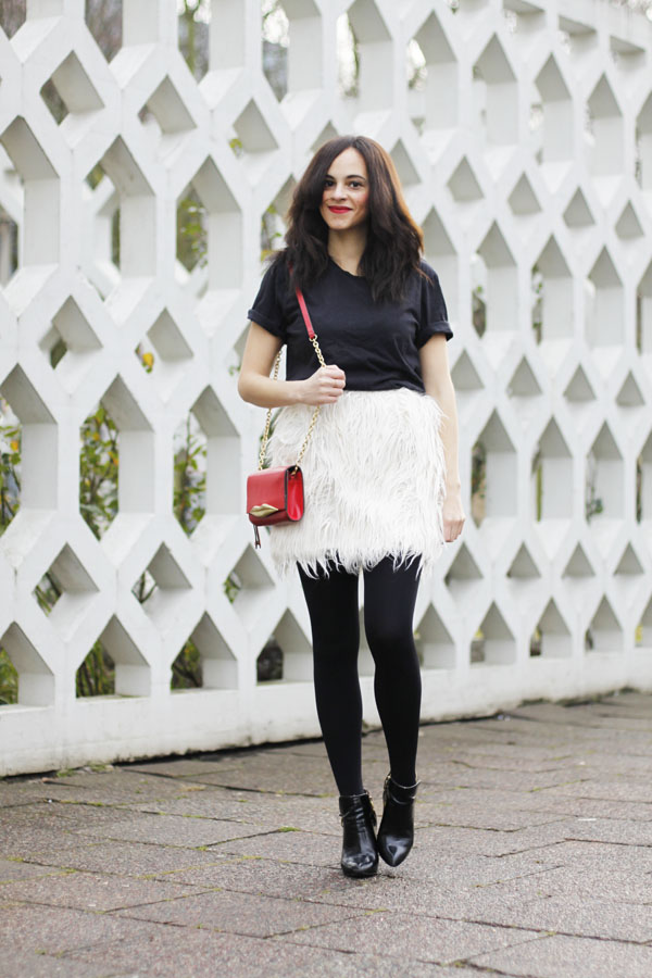 amandine fashion blogger berlin germany front row shop faux fake fur white skirt dvf diane von furstenberg carolina lips bag red