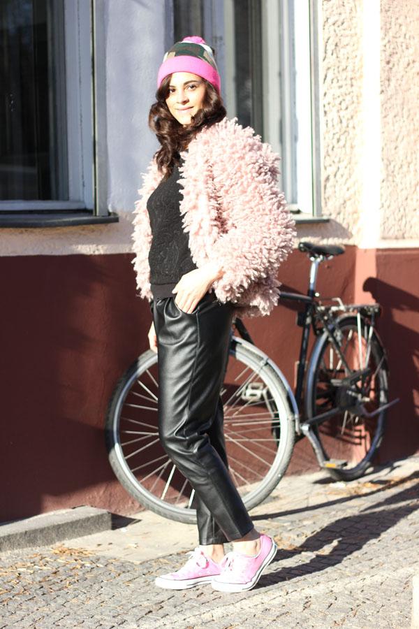 amandine fashion blogger berlin germany saint noir beanie pink fur converse trend 2014