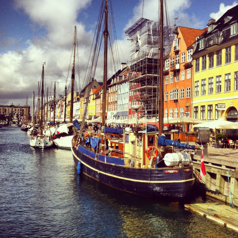 nyhavn copenhagen boats