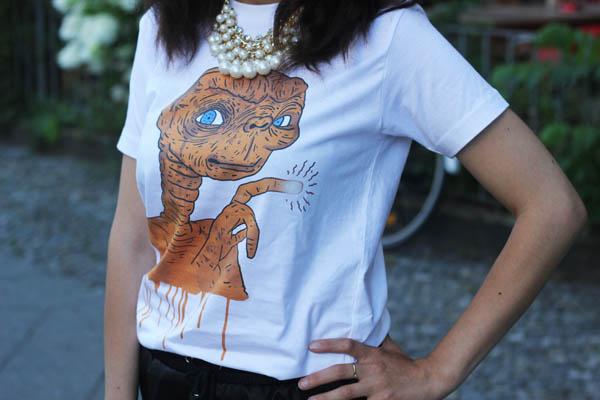 ET T shirt