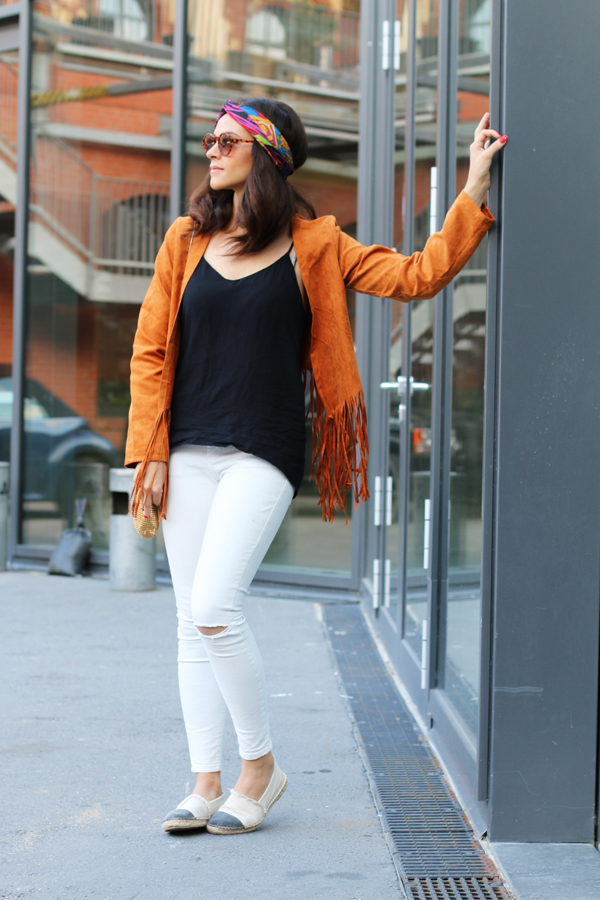 amandine fashion blogger berlin germany ootd outfit wearing brown suede fringe jacket