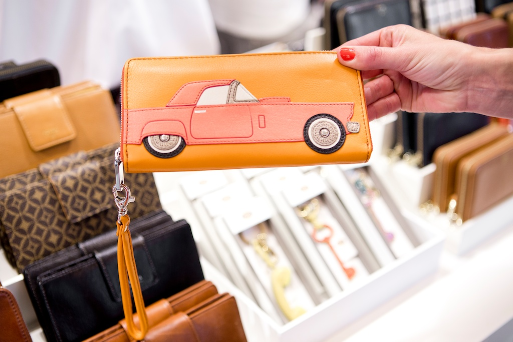 germany blogger event fossil new store opening frankfurt car zip clutch orange