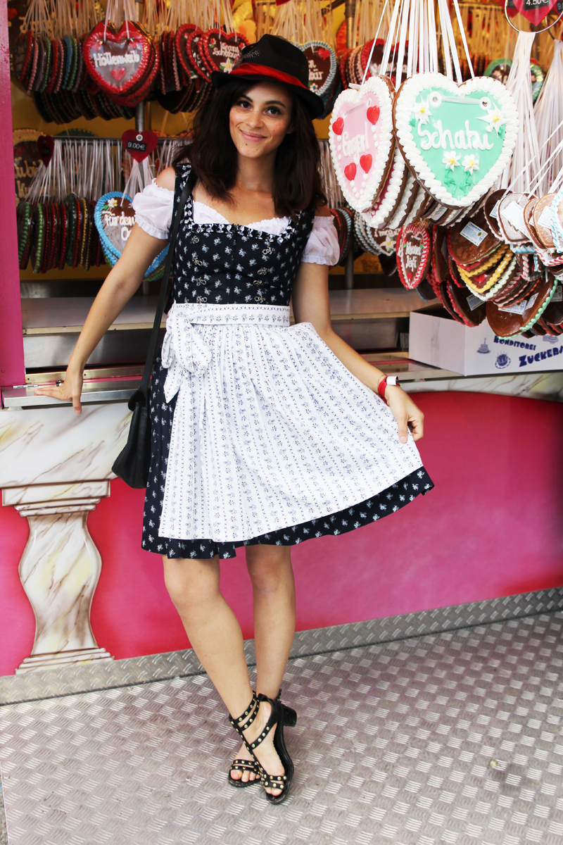 Amandine german fashion blogger wearing over the knees Dirndl outfit
