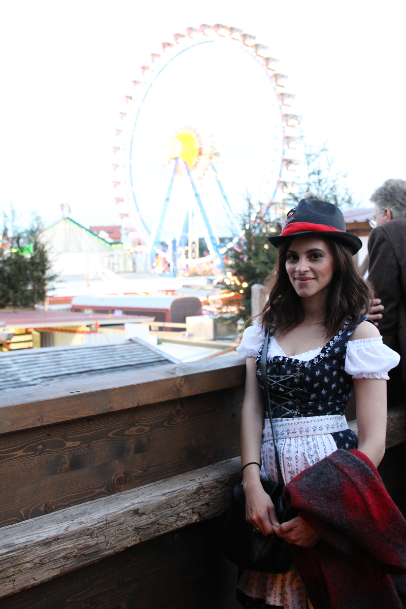 Amandine fashion blogger from Germany Munich Wiesn wearing Dirndl outfit at Oktobefest