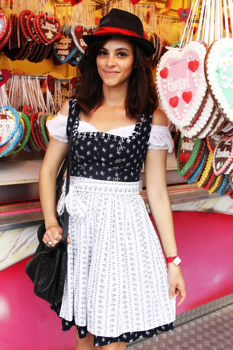 Amandine german fashion blogger over the knees Dirndl Munich Oktoberfest