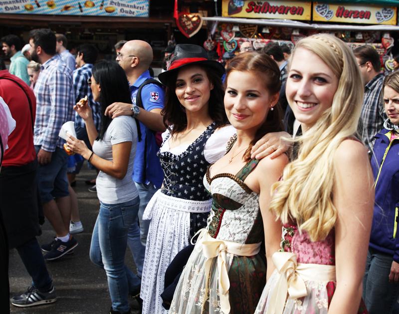 german fashion bloggers Oktoberfest Munich Wiesn