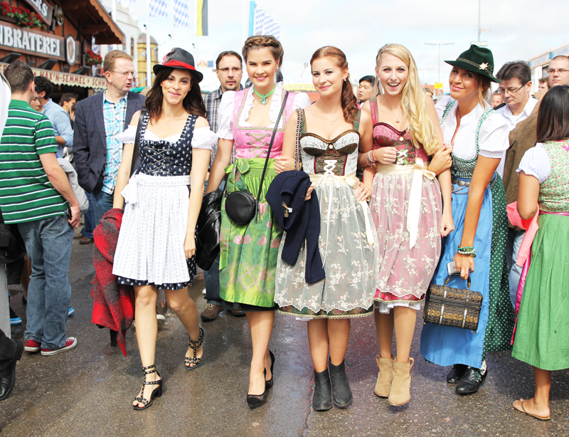 Bloggers at Oktoberfest and Dirndl outfit