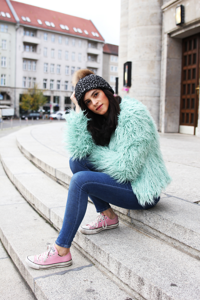 amandine fashion blogger berlin germany les berlinettes wearing outfit colorful faux fur mint green