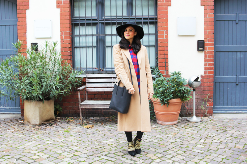 amandine fashion blogger berlin germany maxi cigar coat octavian supertrash and lacoste chantaco tote bag