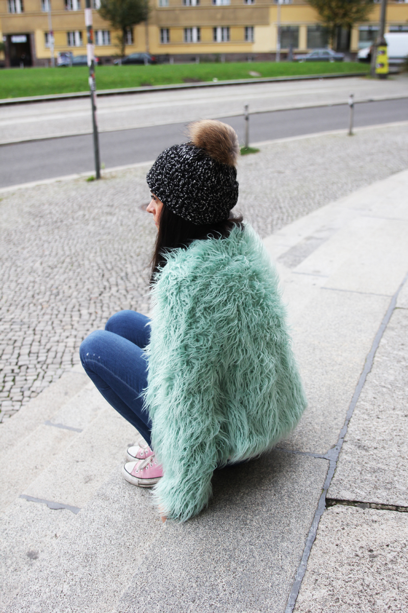 outfit colorful faux fur