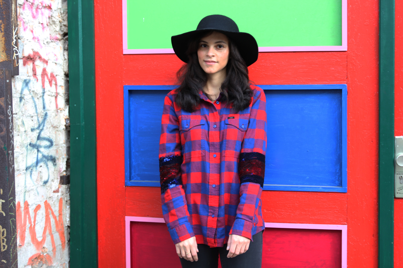 amandine fashion blogger berlin germany wearing lee filles à papa 125 years collection red vigo shirt