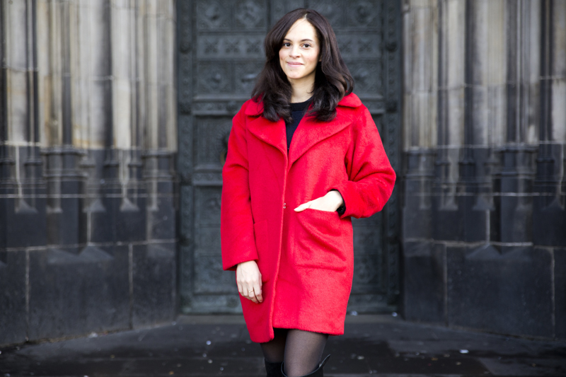 amandine fashion blogger berlin germany wearing outfit red coat missguided