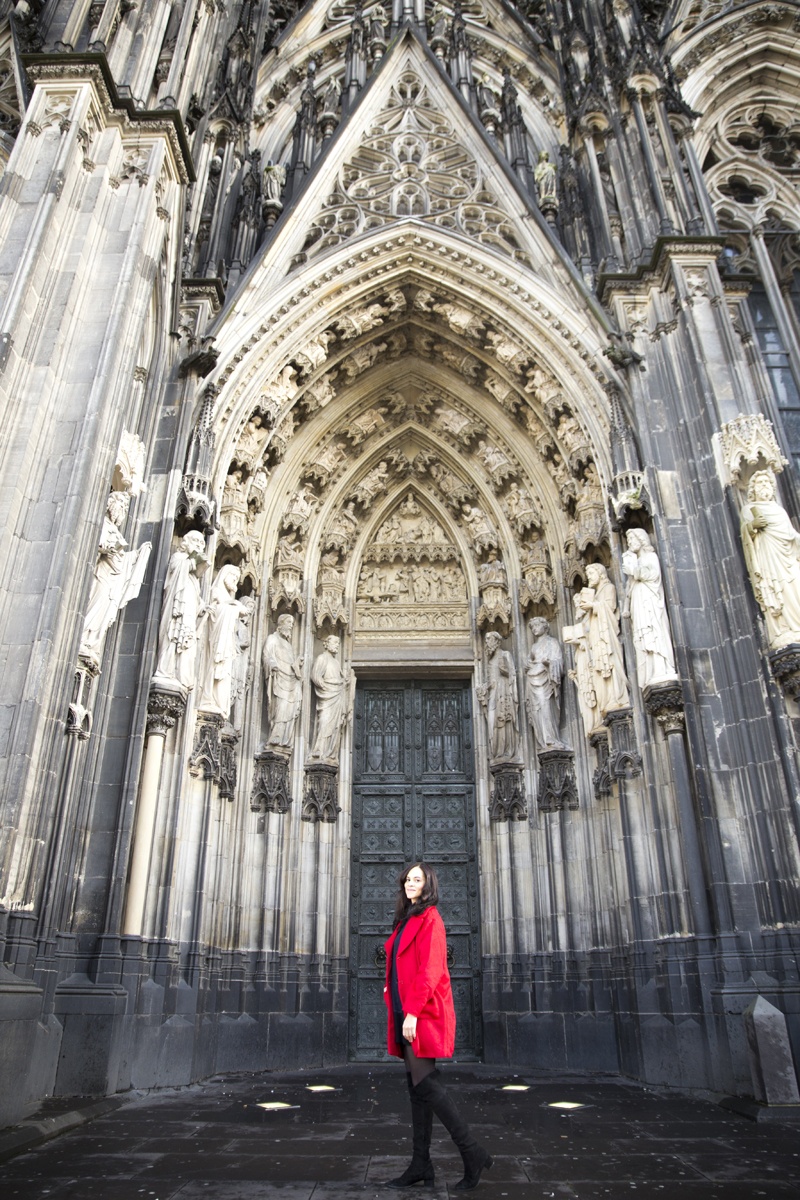 amandine fashion travel blogger berlin germany wearing outfit kölner dom cologne cathedral