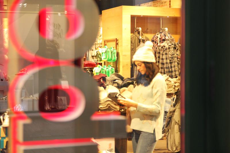 amandine fashion blogger berlin germany shopping superdry wertheim village store
