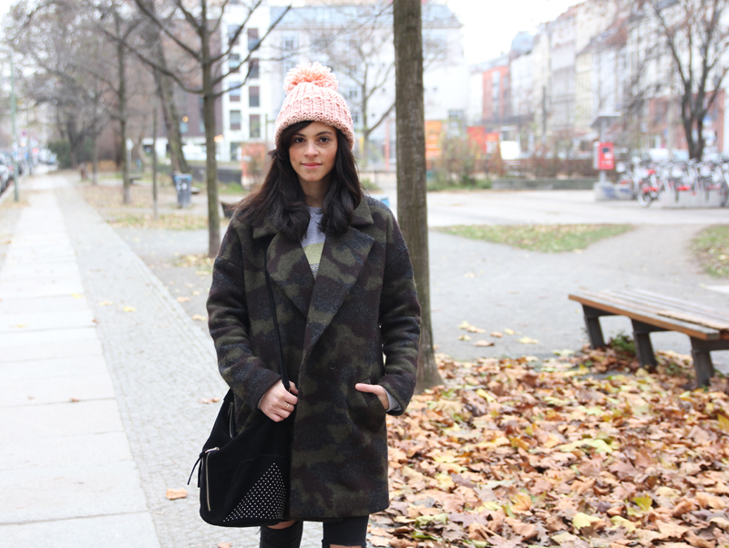 amandine fashion blogger berlin germany wearing outfir camouflage print coat givenchy boots sud express black bag with studs and pink beanie 3