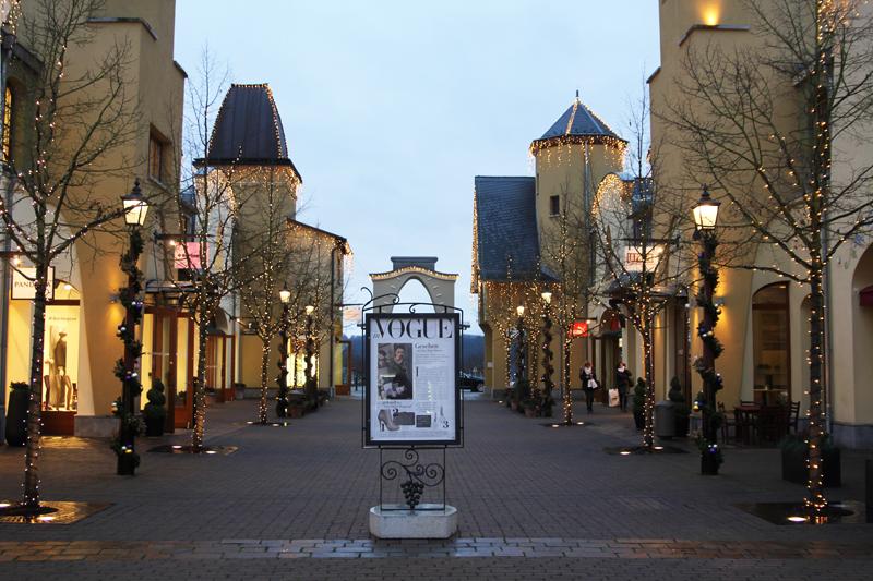 wertheim village chrismas shopping lights 1