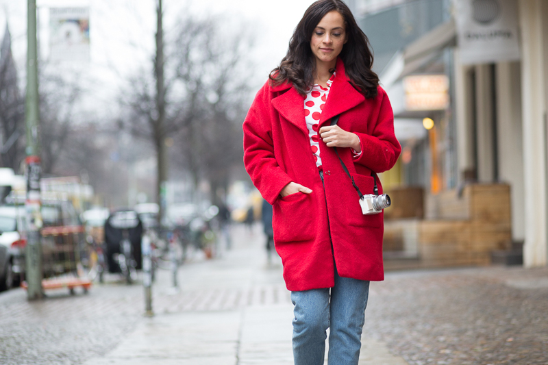 amandine fashion blogger berlin germany outfit ootd red coat shoes 1