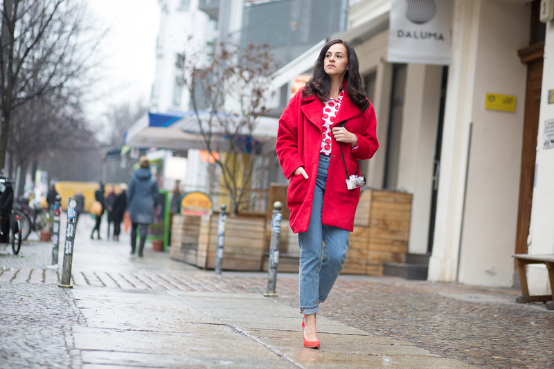 amandine fashion blogger berlin germany outfit ootd red coat shoes