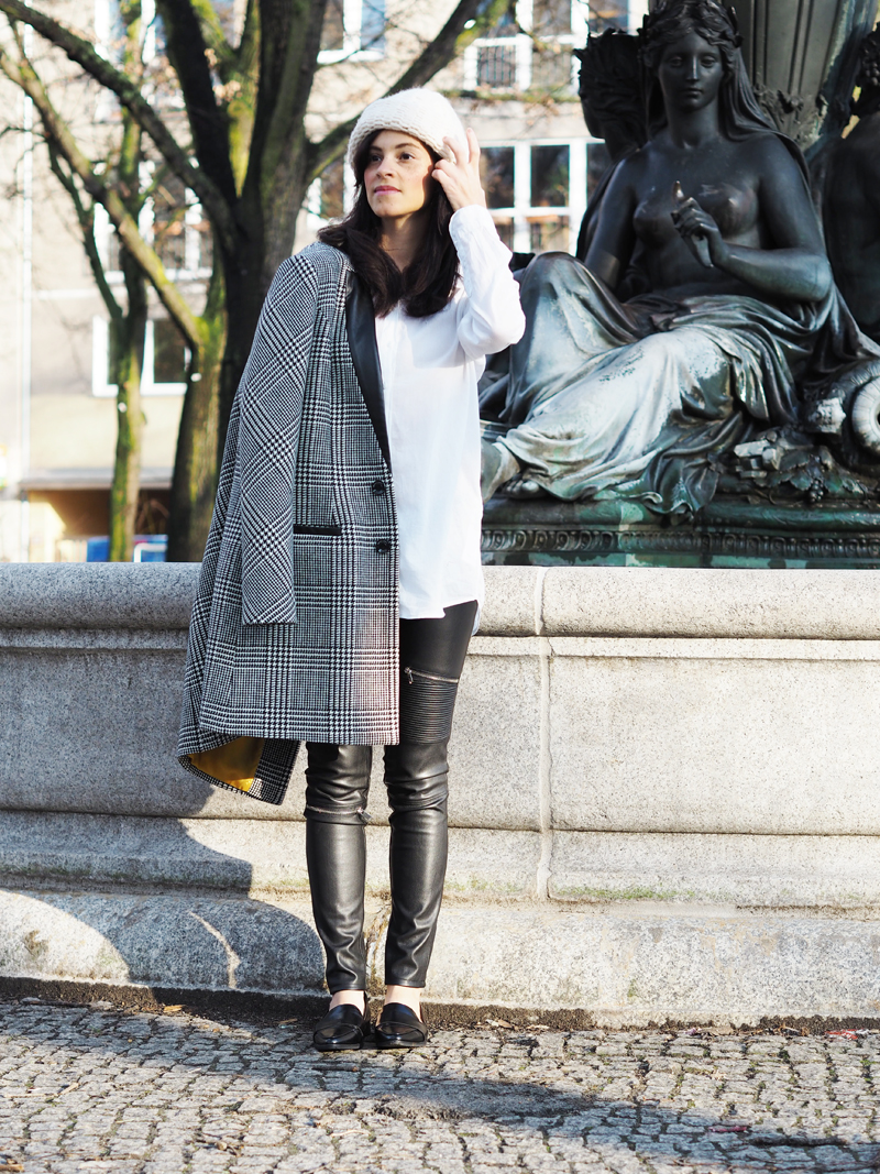 amandine fashion blogger berlin germany outfit marciano guess houndstooth coat zara zipper leather leggings