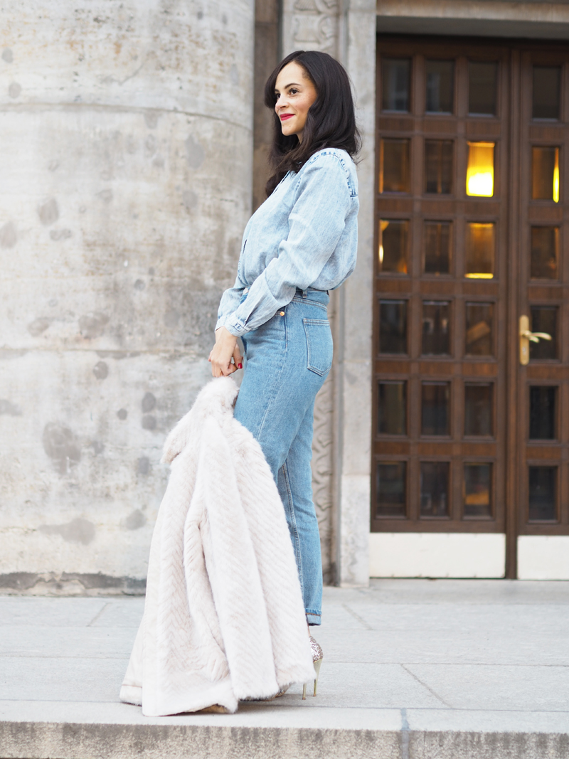 Fake Fur Jacket and Mom Jeans Fashion Blog Berlin