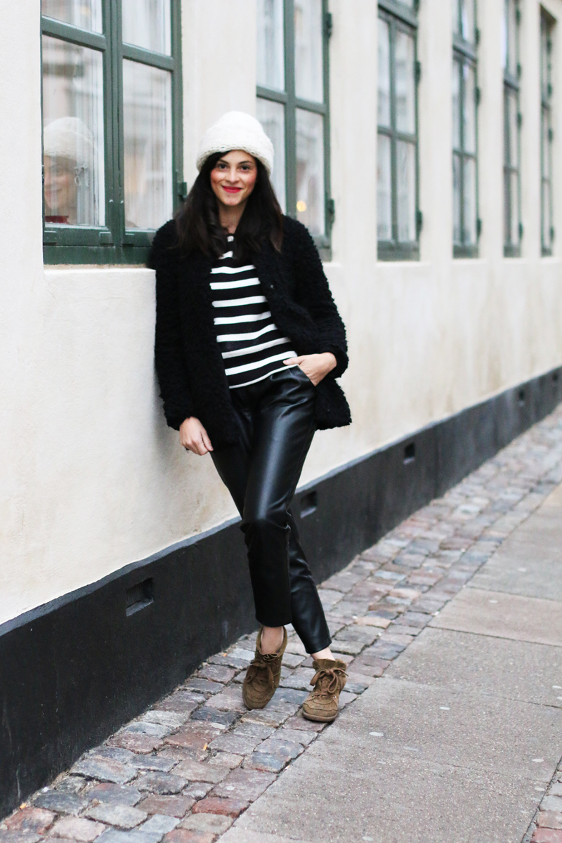 amandine fashion blogger berlin germany wearing ootd striped top vila black and white leather peg trouser and isabel marant bobby sneakers