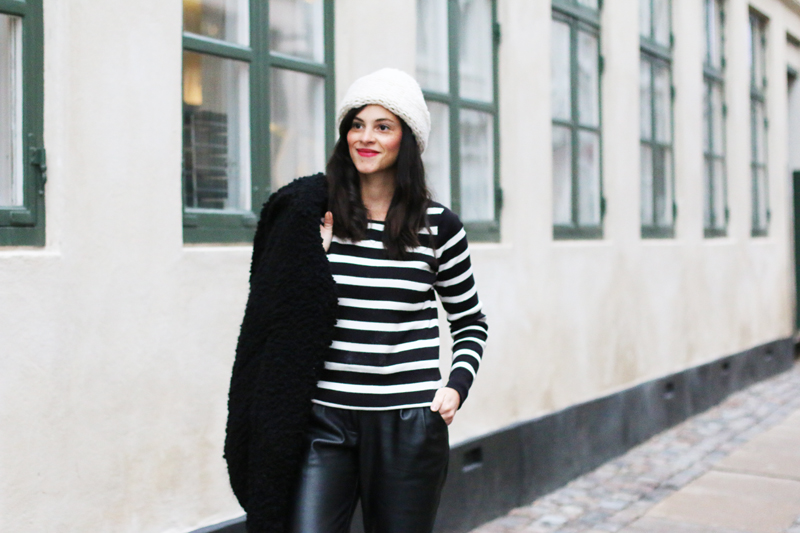 amandine fashion blogger berlin germany wearing ootd striped top vila black and white
