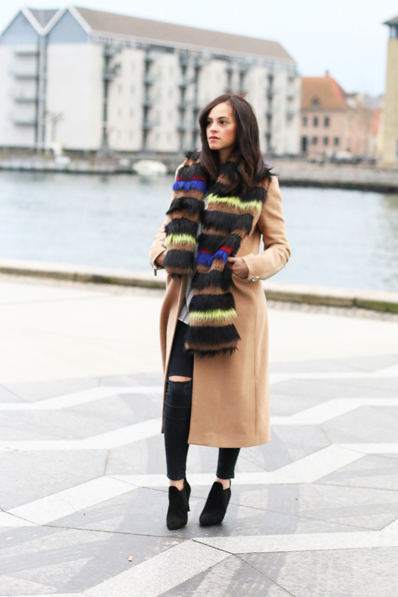amandine fashion blogger berlin germany wearing outfit beige coat superstrash octavian 1