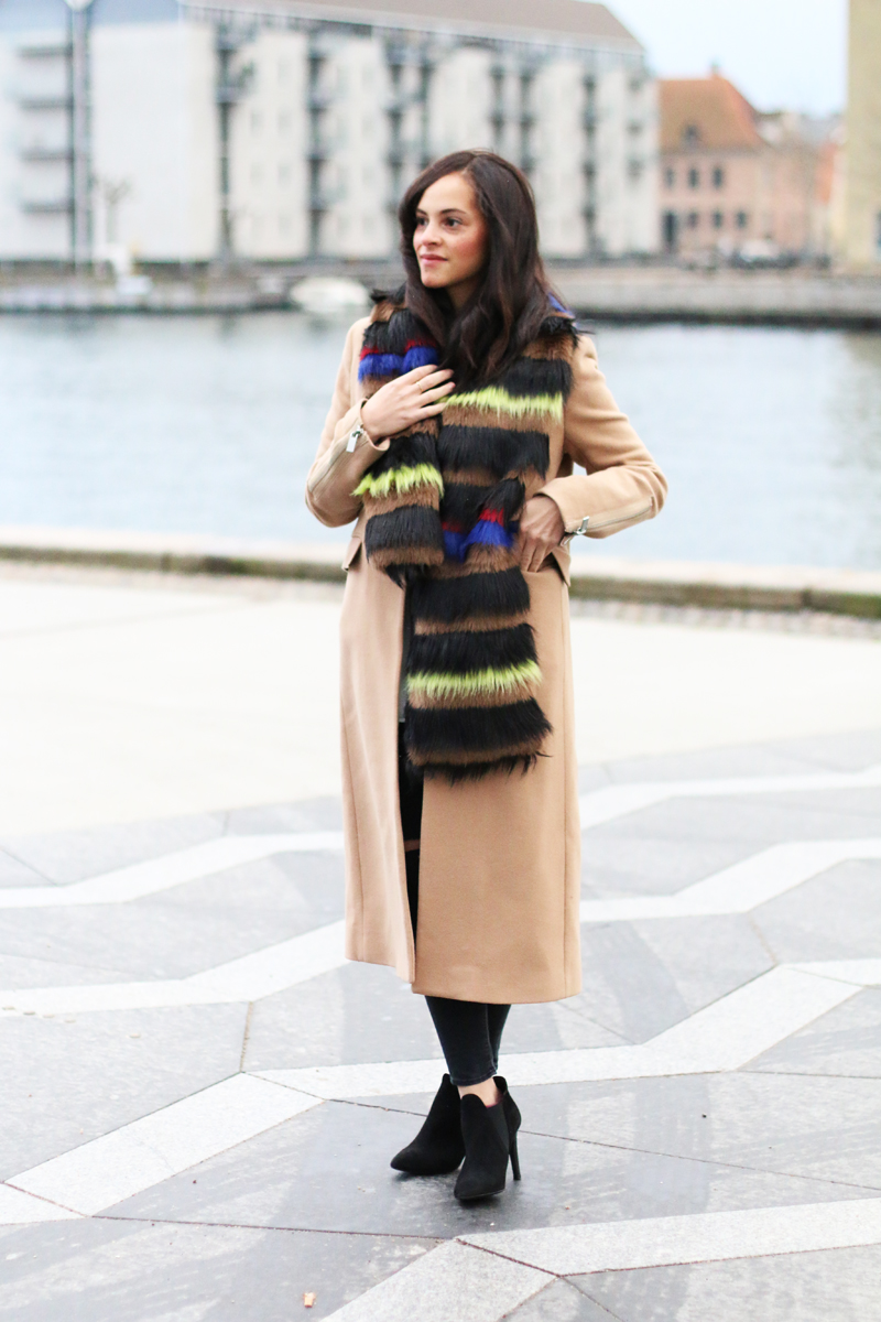 amandine fashion blogger berlin germany wearing outfit beige coat superstrash octavian 2