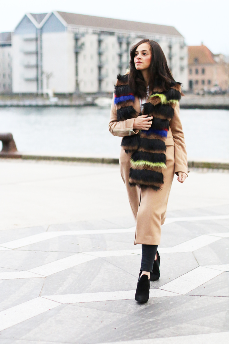 amandine fashion blogger berlin germany wearing outfit beige coat superstrash octavian 3
