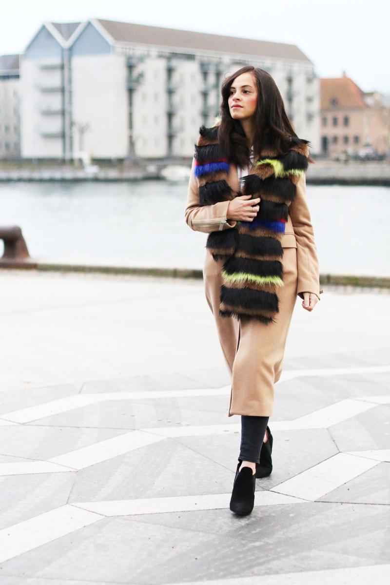 amandine fashion blogger berlin germany wearing outfit beige coat superstrash octavian 3