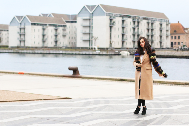 amandine fashion blogger berlin germany wearing outfit beige coat superstrash octavian faux fur scarf