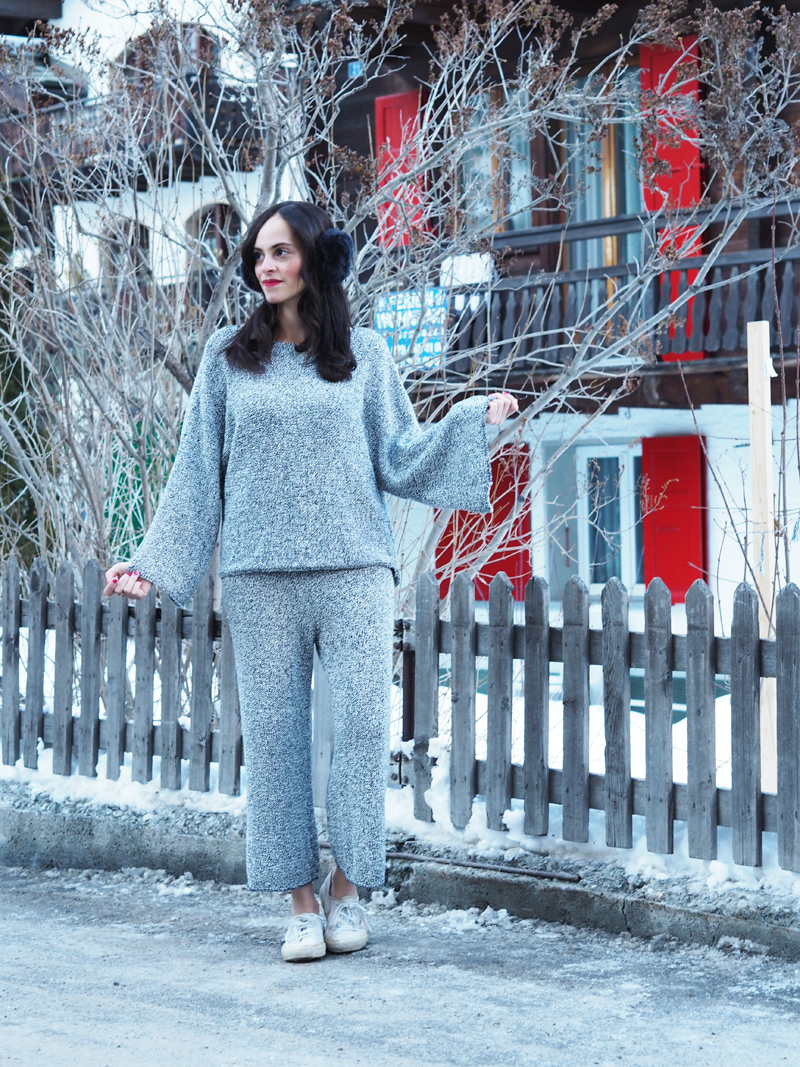 amandine fashion blogger berlin germany wearing ootd outfit zara wide printed culottes grey and sweater slit sleeves