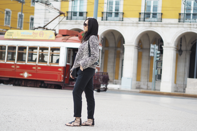 Opraça do comércio fashion travel lifestyle blogger red tram leopard edc esprit jacket