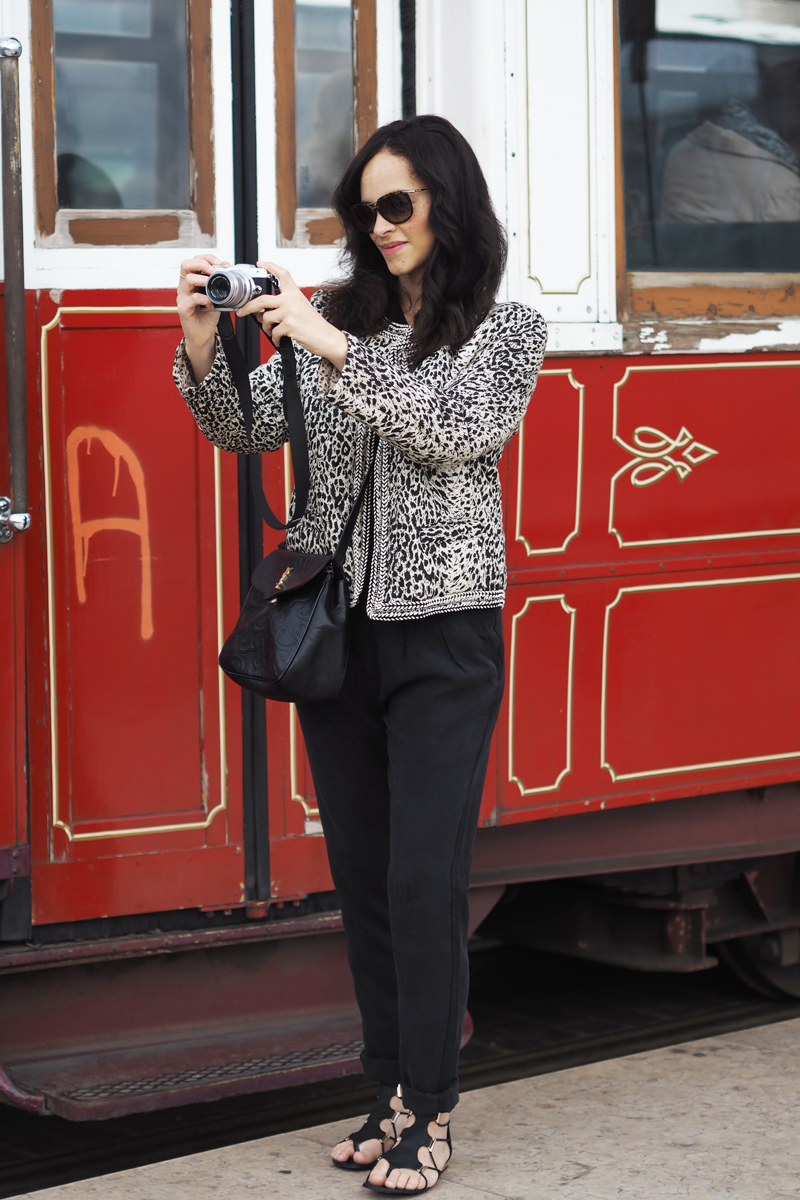 praça do comércio fashion travel lifestyle blogger red tram leopard edc esprit jacket