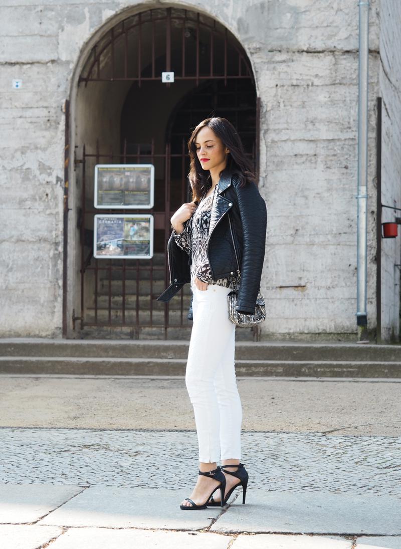 amandine fashion blogger berlin germany wearing outfit le temps des cerises jeans 316 c love haka