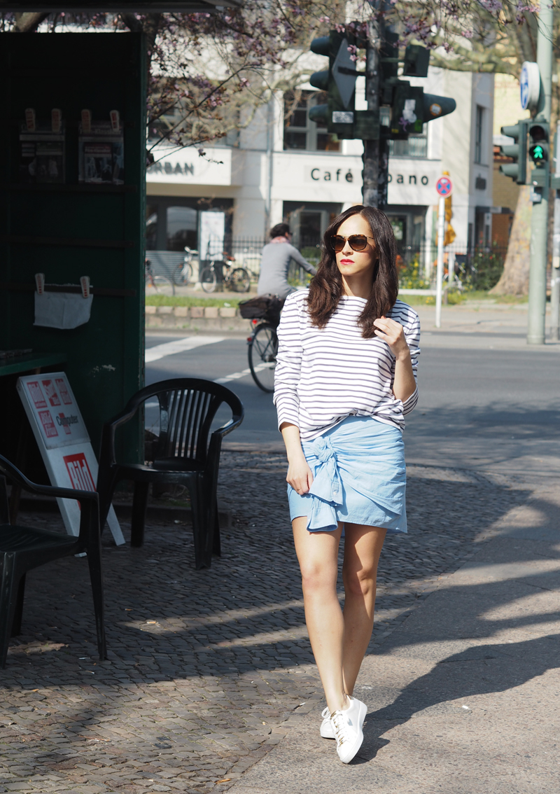 amandine fashion blogger berlin germany wearing outfit ootd gant rugger shirtskirt and breton stripes top
