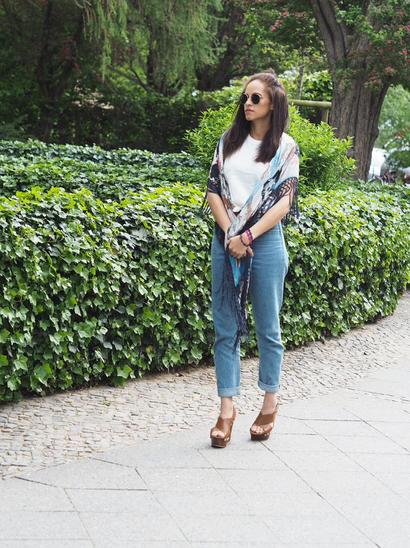 amandine fashion blogger berlin germany vila visapril scarf fitie top mom jeans and forever 21 Crisscross Wedge Slingback Sandals