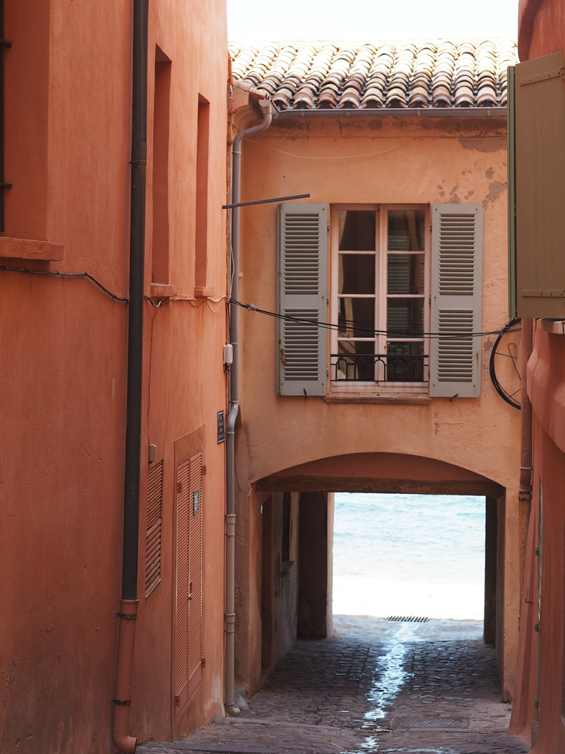 Alley Saint Tropez