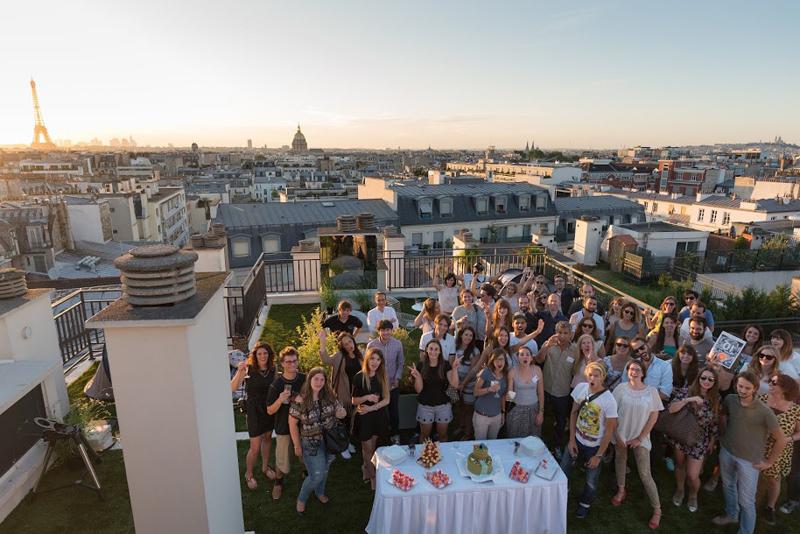 urban rooftop glamping in paris les berlinettes. Black Bedroom Furniture Sets. Home Design Ideas