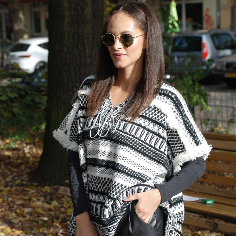 Outfit – The poncho