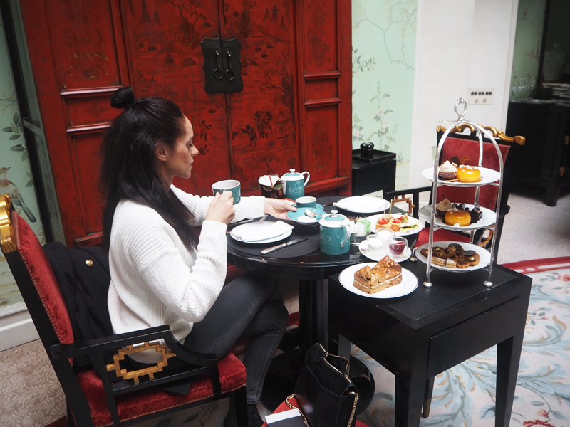 lifestyle blogger trying vegan afternoon tea Shangri La hotel Paris