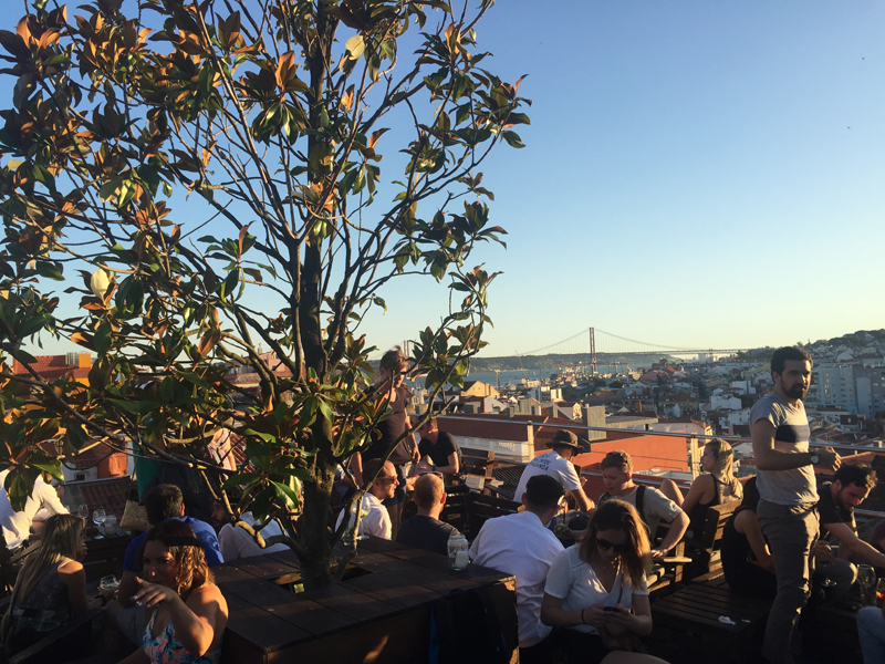 Lisbon crowd at Park