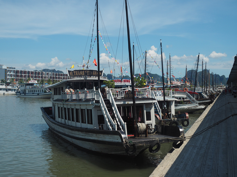 Vietnam's amazing karst landscapes Ha Long Bay boat tour