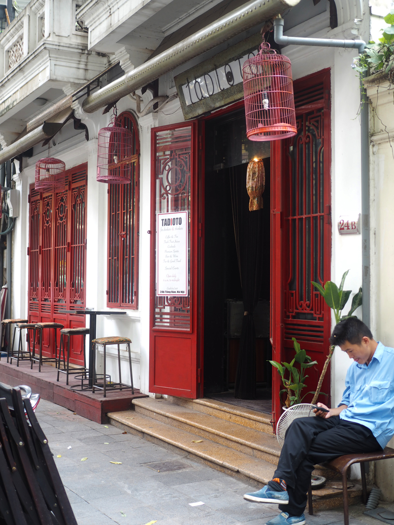 Pictures Hanoi old quarter bar