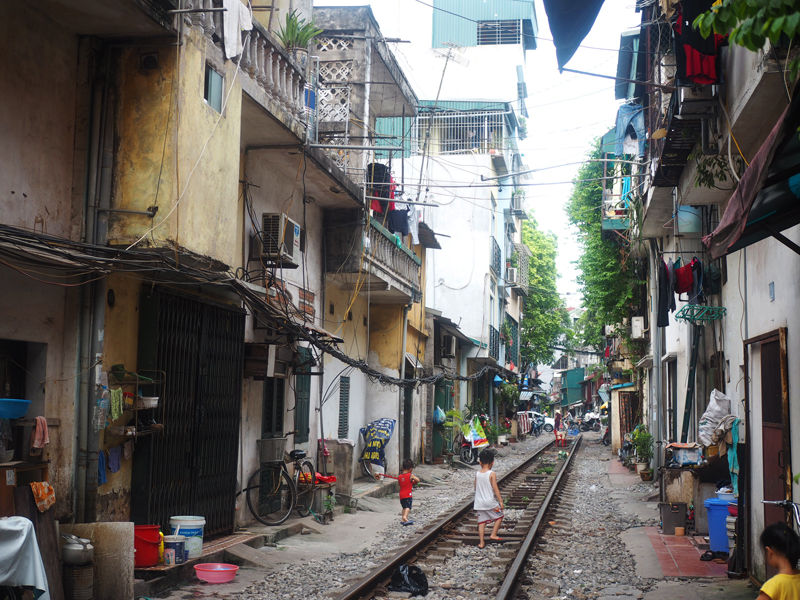 Pictures Hanoi old quarter railway
