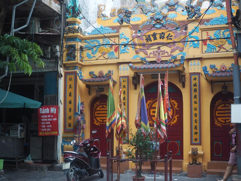 Pictures Hanoi old quarter temple